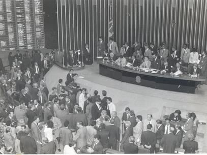 Deputado Ibsen Pinheiro presidindo a sessão de impeachment de Fernando Collor na Câmara Foto: Agência Brasil