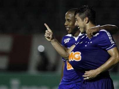 Willian substituiu Everton Ribeiro e teve grande atuação no jogo do título Foto: Agif / Gazeta Press