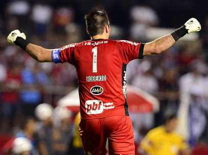 Roberto comemora gol ponte-pretano no Morumbi Foto: Marcelo Pereira / Terra