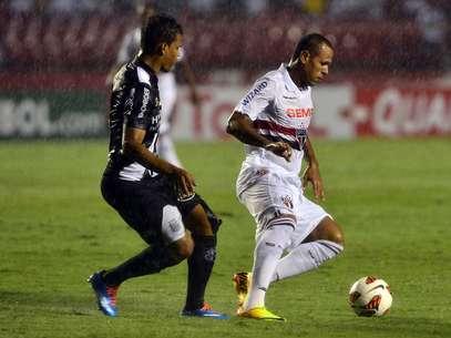 Luís Fabiano já havia sido banco no duelo de ida contra Ponte Foto: Marcelo Pereira / Terra