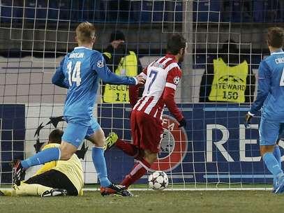 Adrian abre o placar para o Atlético de Madrid Foto: Reuters