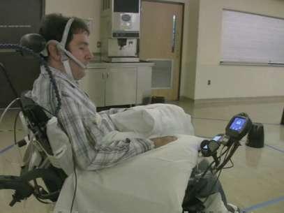Em média, as pessoas tetraplégicas conseguiam desempenhar tarefas até três vezes mais rápido e com o mesmo nível de precisão, em comparação com outras tecnologias disponíveis hoje Foto: Reprodução / BBCBrasil.com