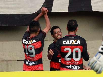 Atlético-GO marcou dois gols após os 40min do segundo tempo para vencer por 2 a 0 e se livrar da degola Foto: Carlos Costa / Agência Lance