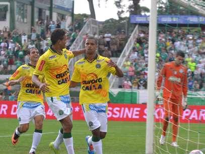 Bruno Rangel comemora 31º gol na segunda divisão Foto: Junior Matiello / Futura Press