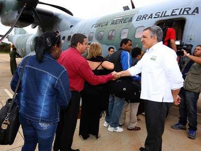 Ministro da Saúde, Alexandre Padilha, acompanhou o embarque de um grupo de profissionais para Rio Branco (AC) Foto: Divulgação Ministério da Saúde/Erasmo Salomão / Agência Brasil