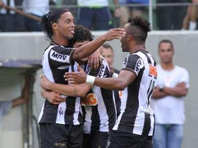 Ronaldinho fez dois gols no empate do Atlético-MG contra Vitória Foto: Paulo Fonseca / Futura Press