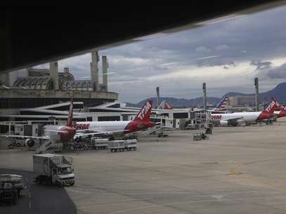 Sindicato Nacional dos Aeronautas (SNA) tinha indicado greve para as 6hdo dia 20 de dezembro, justamente em um dos períodos do ano de maior movimento nos aeroportos Foto: Ricardo Moraes / Reuters