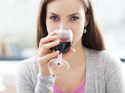 Uma taça de vinho diária não faz mal a ninguém, diz estudo que comprova a eficácia do álcool na eficácia do sistema imunológico Foto: Getty Images