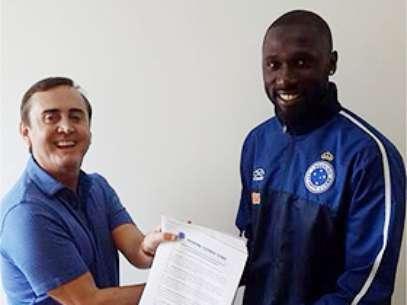Rodrigo Souza assinou pré-contrato com o Flamengo, mas depois foi anunciado pelo Cruzeiro Foto: Cruzeiro / Divulgação