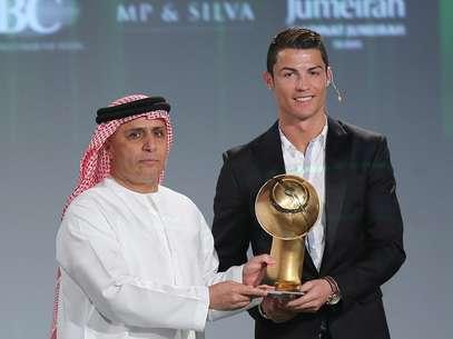 Cristiano Ronaldo ganhou o prêmio Globe Soccer como melhor jogador de 2013, em Dubai Foto: EFE