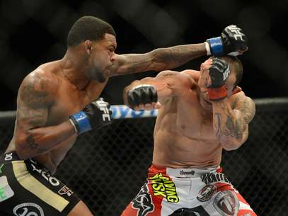 Michael Johnson acerta Gleison Tibau em vitória por nocaute Foto: Reuters
