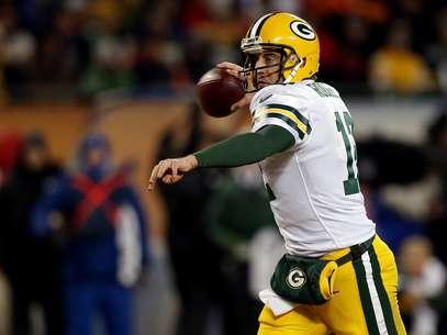 Após ficar afastado boa parte da temporada,Aaron Rodgers foi decisivo na vitória sobre o Chicago Bears que colocou os Packers nos playoffs Foto: Getty Images