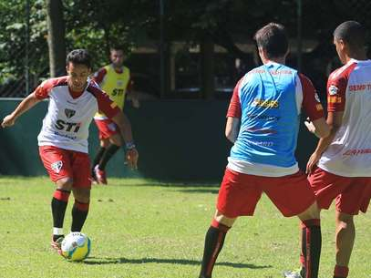 ... enquanto Jadson vestirá camisa alvinegra Foto: Rubens Chiri/São Paulo FC / Divulgação