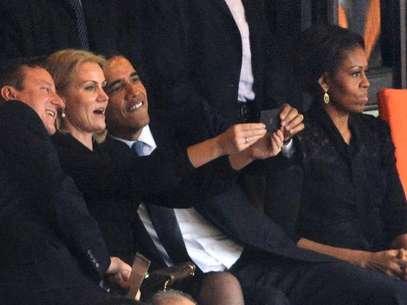 Michelle durante a famigerada fotografia entre o premiê britânico, David Cameron; a premiê dinamarquesa, Helle Thorning-Schmidt, e seu marido, Barack Obama Foto: AFP