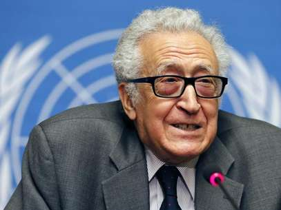 Mediador da ONU para as negociações de paz da Síria, Lakhdar Brahimi, durante coletiva de imprensa na sede da ONU, em Genebra Foto: Jamal Saidi / Reuters