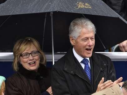 Clinton e sua esposa, a ex-senadora americana, Hillary Clinton Foto: Reuters