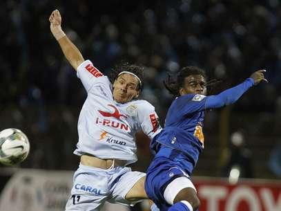 Tinga sofreu com gritos racistas de torcedores peruanos Foto: AP