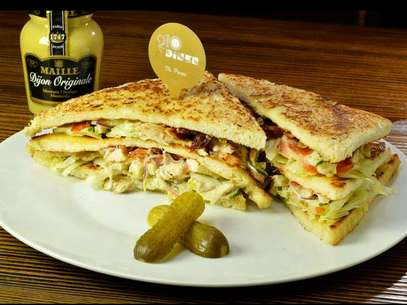 Sanduíche servido no 210 Diner Foto: Facebook / Reprodução