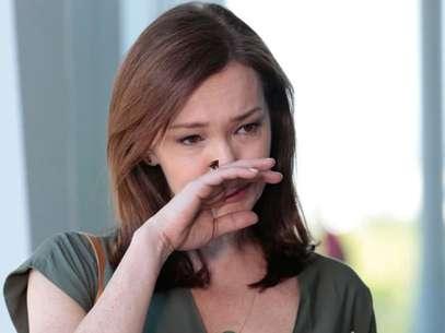 Helena chora ao ver Laerte na faculdade de Luiza Foto: TV Globo / Divulgação