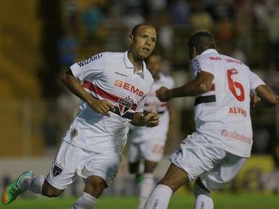 Luís Fabiano ainda tem esperanças de disputar Copa do Mundo Foto: Celio Messias / Agência Lance