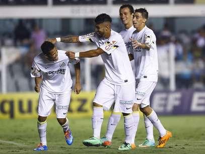 Artilheiros do time, Gabriel, Geuvânio e Cícero chegaram aos 5 gols no torneio Foto: Ricardo Saibun / Gazeta Press