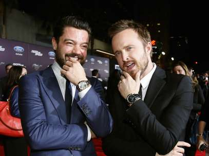 Aaron Paul, de Breaking Bad, lançou o filme Need For Speed em Hollywood, nos Estados Unidos. Na foto, o ator e Dominic Cooper Foto: Reuters