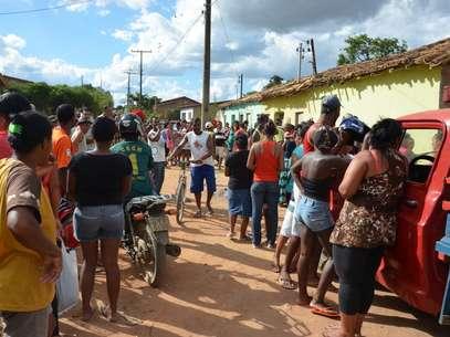 O caso atraiu muitos curiosos no bairro Campinho Foto: Blog do Anderson / Divulgação