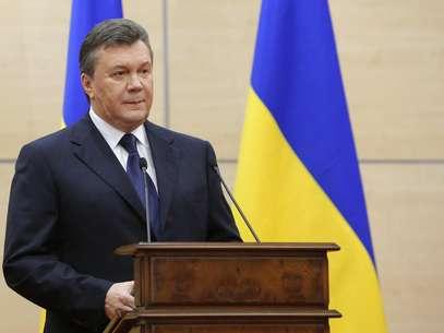 Yanukovich afirma que é o presidente e promete retornar