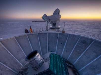 Foto de 2007 mostra otelescópio BICEP2, no Pólo Sul, na Antártida. Cientistas encontraram evidências deque o universo começou com ocrescimentoincrivelmente rápido,de umafração de segundo,de uma semente muito menor do que um átomo Foto: AP