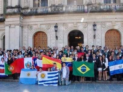 Estudante Ramon Gonçalves durante competições internacionais de química Foto: Arquivo Pessoal / Facebook