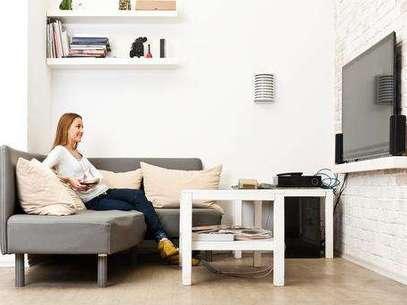 A distância entre o televisor e as poltronas varia de acordo com o tamanho da tela Foto: Shutterstock