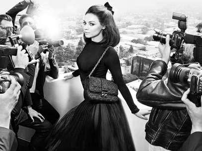 Atriz posa para divulgar linha de bolsas Miss Dior Foto: Divulgação