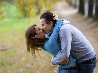 Conversar, abraçar e sair da rotina são algumas dicas para apimentar a relação Foto: Getty Images