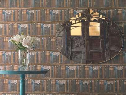 Esse tecido, produzido pela Karsten, imita a disposição de livros em prateleiras de bibliotecas. Informações: www.karsten.com.br Foto: Karsten/Divulgação