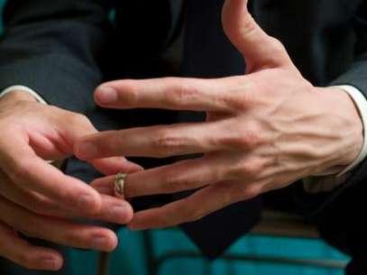 Será que ele está pensando em terminar o relacionamento? Distanciamento, frieza e falta de elogios podem sinalizar que as coisas não andam bem  Foto: Getty Images