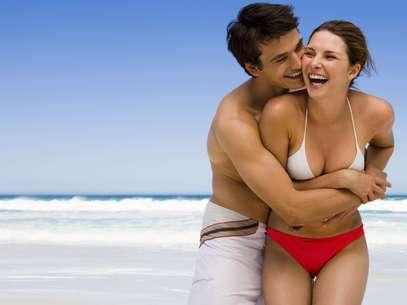 Convidá-lo para um piquenique ou passeio na praia faz com que a relação não caia na rotina Foto: Getty Images