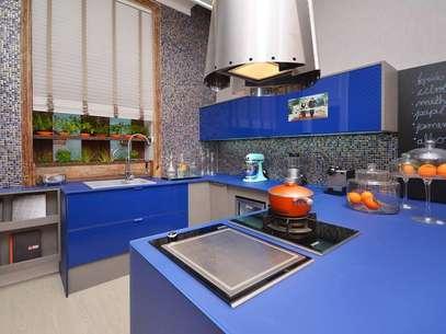 Projeto do arquiteto Thoni Litsz para a Casa Cor Rio 2012. Ele criou uma cozinha equipada num ambiente de apenas 28m². Informações: (21) 2548-1983 Foto: Thoni Litsz Interiores