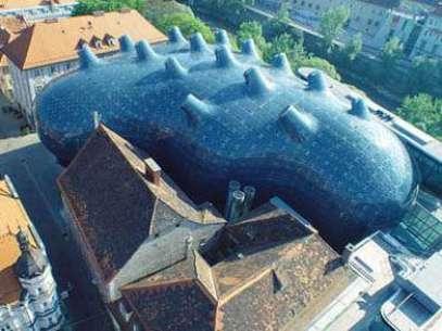 Este museu de arte moderna na cidade de Graz, na Áustria, pode ser comparado a um baiacu, ou um tentáculo de polvo Foto: Divulgação