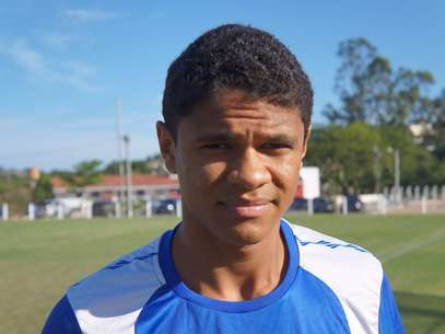 Jovem lateral Douglas Santos ressaltou a importância de Lúcio para sua cerreira Foto: Eduardo Amorim / Brisa Comunicação e Arte - Especial para o Terra