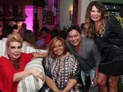 Amigos e famosos prestigiaram a festa de 65 anos da cantora Alcione Foto: Anderson Borde  / AgNews