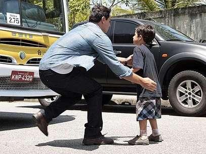 O capitão está desesperado atrás do filho de consideração e consegue encontrá-lo com a ajuda de Érica (Flávia Alessandra) Foto: TV Globo / Divulgação