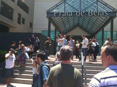 Shopping foi evacuado depois que grupo assaltou joalheria na manhã desta quinta-feira Foto: Daniel Favero / Terra