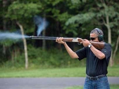 Presidente dos EUA, Barack Obama, pratica tiro ao prato em Camp David no dia do seu aniversário em 4 de agosto de 2012 Foto: EFE