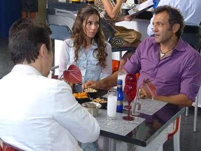 Mustafa pede ajuda de Zyah, mas Ayla tem medo que o marido reencontre Bianca Foto: TV Globo / Divulgação