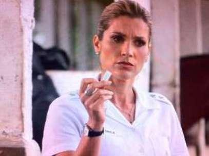 Érica fica desconfiada ao encontrar a prova, pois acredita na honestidade do ex Foto: Divulgação/Globo