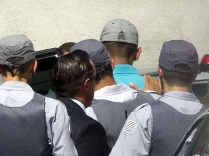 Torcedor chegou à Vara da Infância de Juventude escoltado por policiais Foto: Bruno Santos / Terra