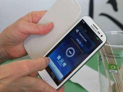Sistema de pagamentos Visa, similar ao que aparece nesta foto, será lançado em parceria com a Samsung para smartphones Foto: Pierre Metivier / Flickr