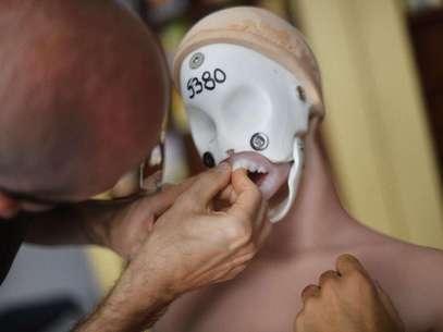 Esqueleto de Valentina, sem cabelo e máscara Foto: Fernando Borges / Terra