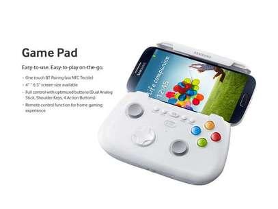 Controle produzido pela própria Samsung tem grampo que segura aparelhos com tela de tamanho entre 4 e 6,3 polegadas Foto: Reprodução