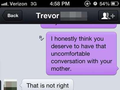 Jovem pede para a mulher não mandar as fotos para a sua mãe Foto: Reprodução